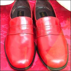 pope's red shoes
